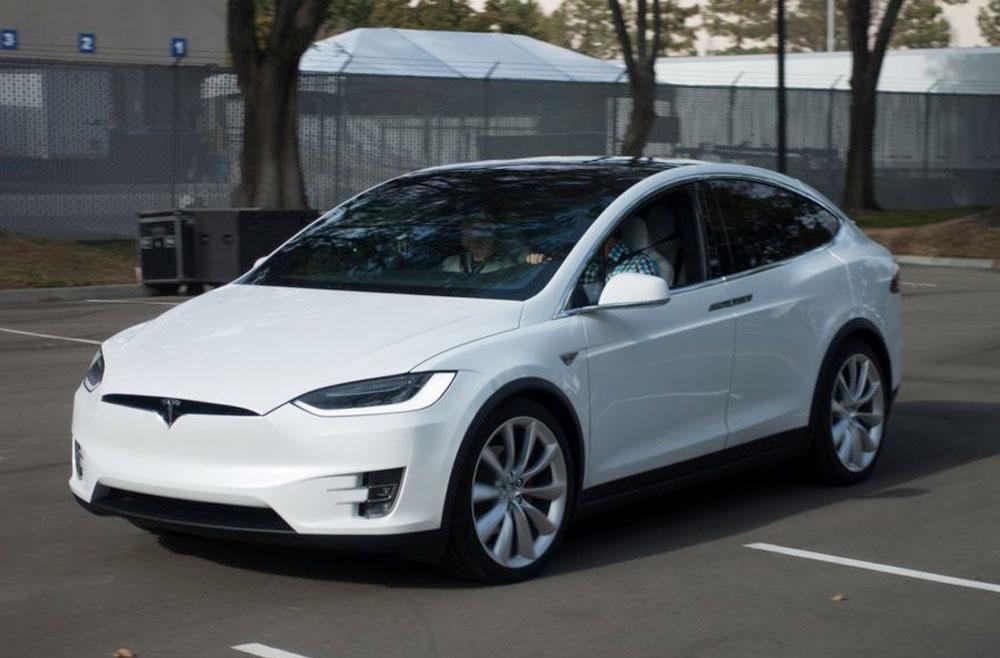 Tesla Model X: электрический кросовер